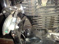 Bajaj 220F Negra pierde apenas aceite - necesito consejos - 2000 km Trasapiracion_de_perfil
